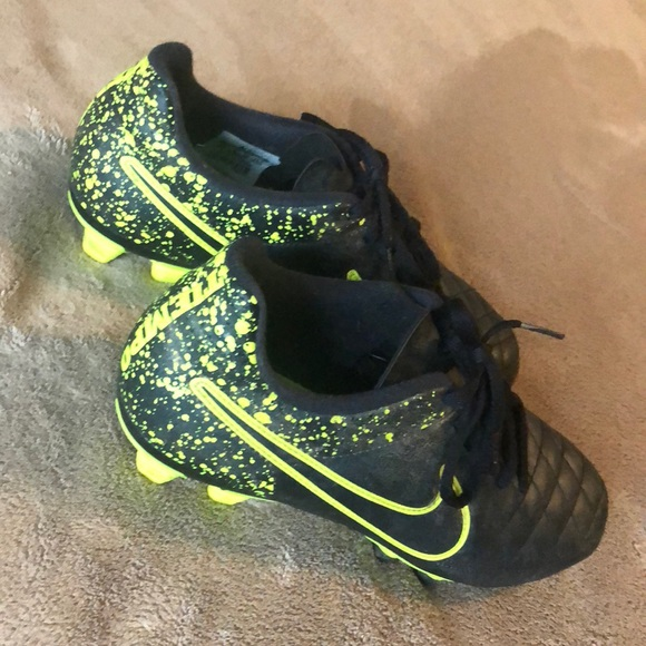 new product f0fb9 8847b Kids Nike Tiempo soccer cleats 6.5 US black green.